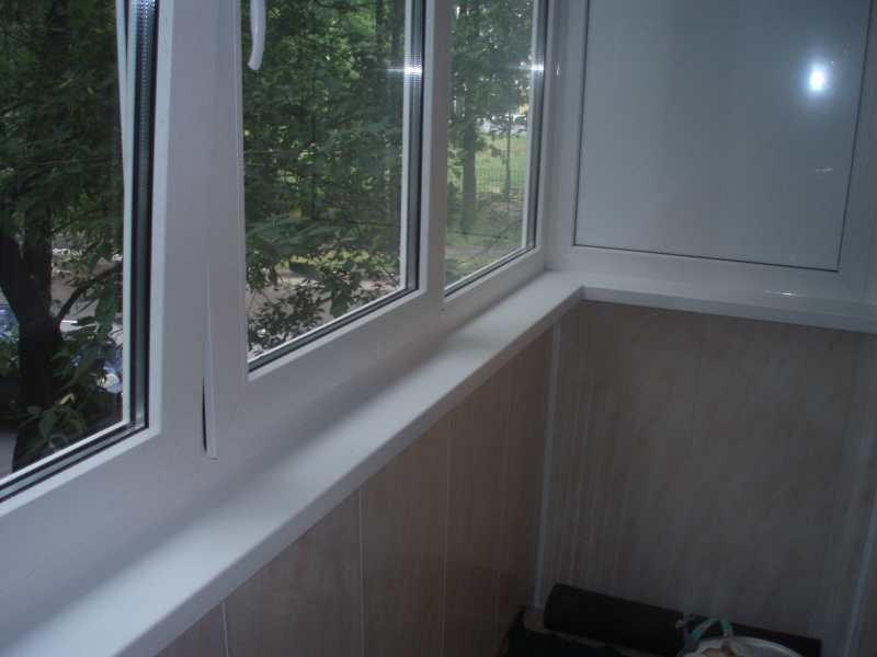 Пластиковые окна на балконе фото